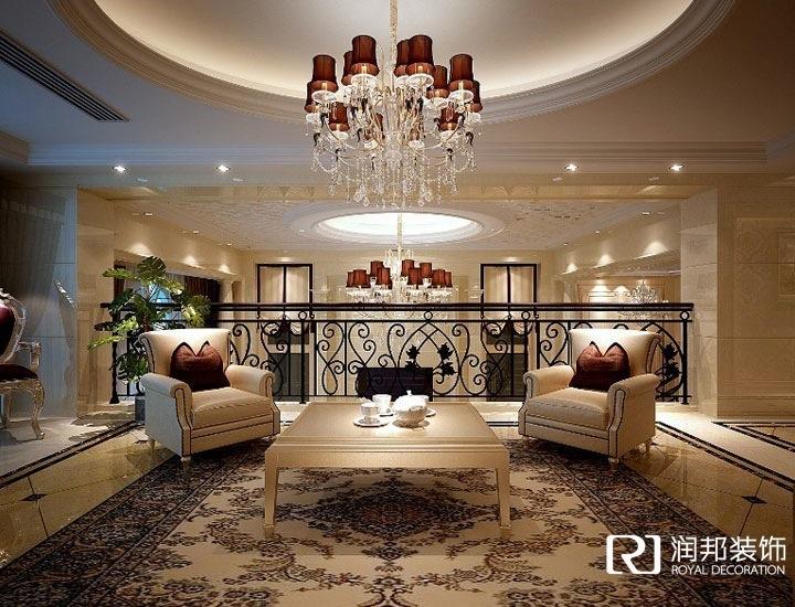 设计成欧式弧形楼梯,连通整栋别墅,使空间更加明亮,通透.